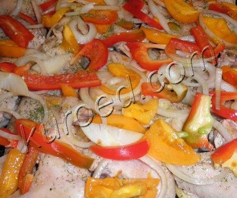 Куриные крылышки запеченные с овощами