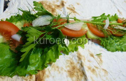 Бутерброды из лаваша, пошаговое приготовление  - развернуть лаваш, выложить зелень