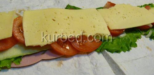 Бутерброды из лаваша, пошаговое приготовление  - выложить колбасу, сыр