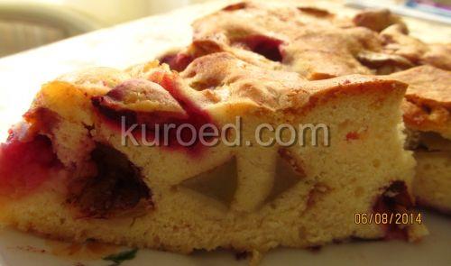 Бисквитный пирог со сливами