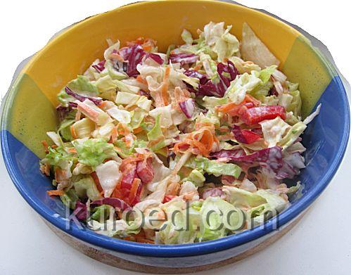 Салат из 3-х видов капусты с перцем