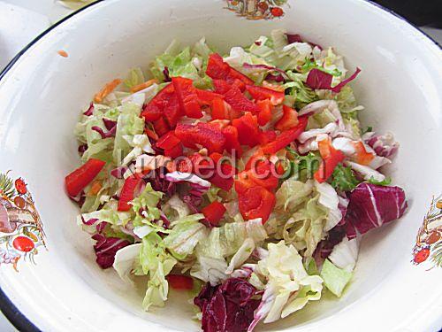 Салат из капусты с перцем, пошаговое приготовление - нарезать овощи
