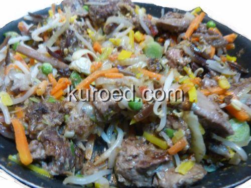 Салат с куриной печенью и овощами, пошаговое приготовление - поджарить