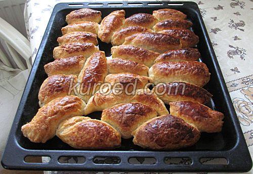 Слоеные пирожки с рисом и яйцами, пошаговое приготовление - испечь до готовности