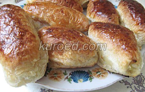 Слоеные пирожки с рисом и яйцами