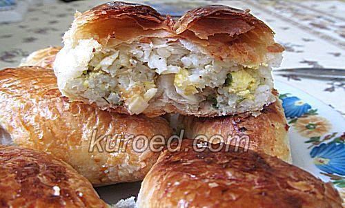 Слоеные пирожки с рисом и яйцами, срез