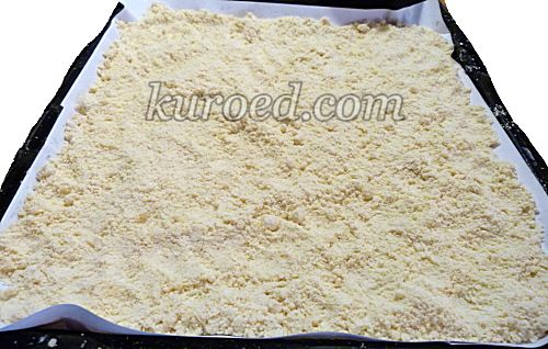 Ленивый лимонный тертый пирог, пошаговое приготовление - на противень высыпать 2/3 крошек