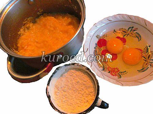 Тыквенные оладьи из каши, пошаговое приготовление - В кашу добавить яйца и муку