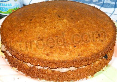 Медовый бисквит с шоколадным кремом, пошаговое приготовление - накрыть вторым пластом