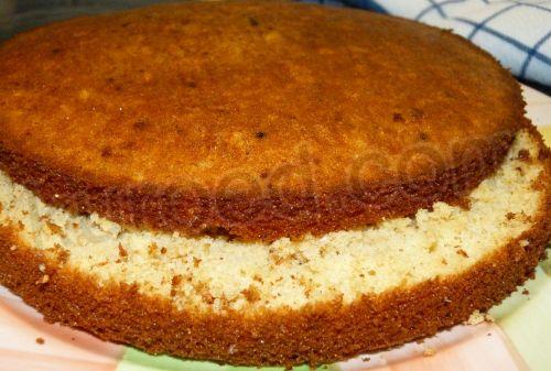 Медовый бисквит с шоколадным кремом, пошаговое приготовление - бисквит разрезать на пласты