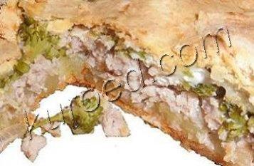 Пирог со свининой и брокколи