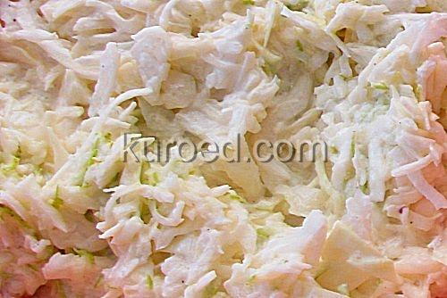 Салат из капусты с яблоком и грушей