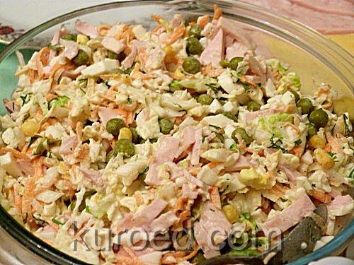 Салат из пекинской капусты с ветчиной и горошком